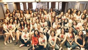 400 genç kıza el uzattı