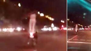 Motosikletli genç kızın ayakta tehlikeli yolculuğu