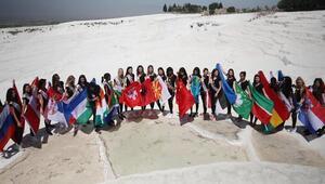 Güzellik yarışmasının finalistleri Pamukkale'de