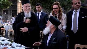 Eski AB Bakanı Egemen Bağış Darülacezede iftar yemeği verdi