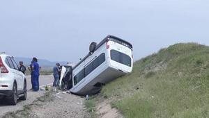 Kırıkkalede minibüs devrildi: 8 yaralı
