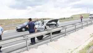 Kırıkkalede otomobil ile yolcu minibüsü çarpıştı: 8 yaralı