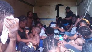Kamyon kasasındaki kaçak göçmenler bitkin halde bulundu