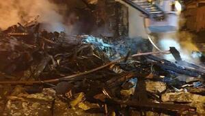 Harmancıkta 2 katlı ev, tamamen yandı