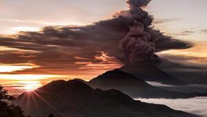 Tehlike çanları... O yanardağ patladı
