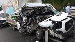 Rizede iki kamyonet çarpıştı: 1i ağır, 3 yaralı