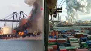 Taylandda kimyevi madde taşıyan gemi yandı