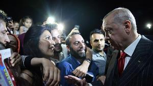Cumhurbaşkanı Erdoğan Yenikapıda vatandaşlarla bir araya gelerek sohbet etti