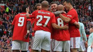 Manchester Unitedın efsaneleri Bayern Münihi farklı yendi