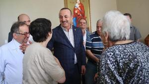 Dışişleri Bakanı Çavuşoğlu Zeytinburnunda esnaf ziyaretinde bulundu