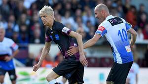69 yaşında sahaya indi Arsene Wenger...