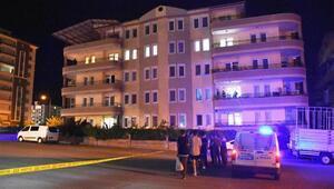 Yok artık... Karşılıklı balkonlardan birbirlerine ateş ettiler