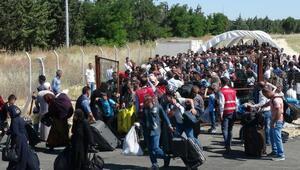 Öncüpınardan bayramlaşmaya giden Suriyeli sayısı 15 bin oldu