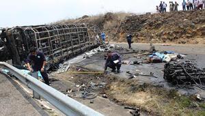 Meksikada otobüs kazası: 21 ölü