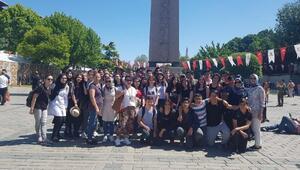 Ümraniyeli 50 öğrenci her gün tarihi ve turistik mekanları geziyor