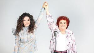 Selda Bağcan Deniz Topraka el verdi