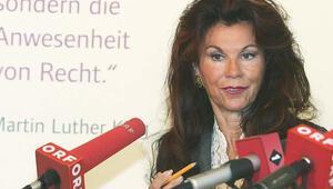 Brigitte Bierlein Avusturyayı seçimlere götürecek başbakan oldu