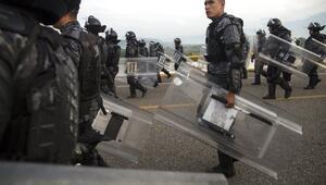 Meksikada göçmen kampından onlarca kişi firar etti