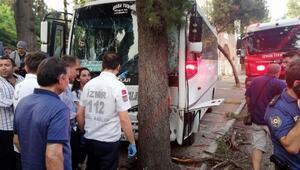 İzmirde öğrenci midibüsü kaza yaptı: 15i öğrenci 17 yaralı