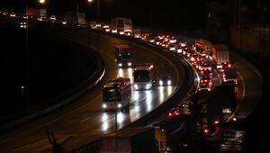 Bayram tatilinde trafik yoğunluğu başladı