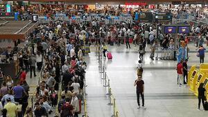 Son dakika... İstanbul ve Sabiha Gökçen Havalimanlarında yoğunluk