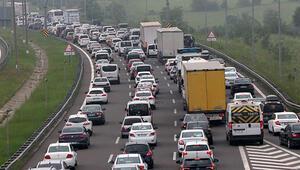 Anadolu Otoyolunda bayram trafiği... Trafik durma noktasında...