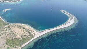 Foça ve adaları tatilcilerin gözdesi