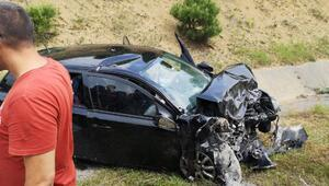 Otomobil ile hafif ticari araç çarpıştı: 2 ölü, 4 yaralı