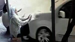 Kaldırımda oturan iki kadını öldürdü O anlar kamerada