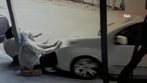 Acemi sürücü kaldırımda oturan iki kadını böyle ezdi