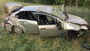 Otomobil şarampole yuvarlandı: Sürücü, eşi ve oğlu yaralı