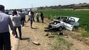 İki otomobil kafa kafaya çarpıştı: 1i ağır 4 yaralı