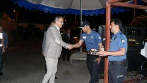 Vali Ekinci, kontrol noktasında vatandaşların bayramını kutladı
