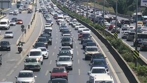 Son dakika: İstanbulda bayram yoğunluğu Trafik felç
