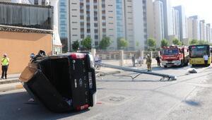 Sancaktepede elektrik direğine çarpan kamyonet takla attı: 6 yaralı