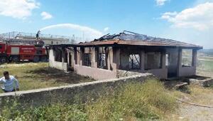Orhanelide yangın sonrası kooperatif binası kullanılamaz hale geldi