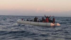 Foçada 35 kaçak göçmen kurtarıldı