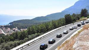 3 saatte 30 bin araç geçti Jandarma yolu kapatmak zorunda kaldı...