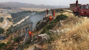 Nurdağı'nda 2 dönüm çalılık alan yandı
