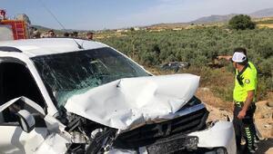 Hassada hafif ticari araç ileotomobil çarpıştı: 13 yaralı