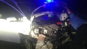 Gaziantepte hafif ticari araç ile otomobil çarpıştı: 9 yaralı