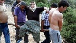 Dağda rahatsızlanan kadın, ambulansa kadar odun parçasının üzerinde taşındı