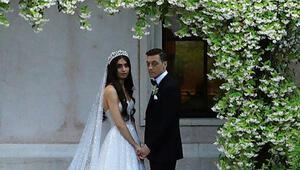 Mesut Özil Amine Gülşe düğün fotoğrafları sosyal medya gündeminde