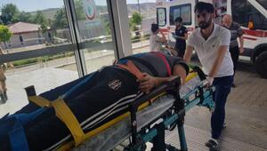 Karakoçanda hafif ticari araçla otomobil çarpıştı: 6 yaralı