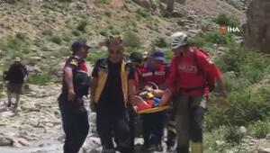 Niğde'de dağcıyı kurtarmaya çalışan asker helikopterden düşerek şehit oldu