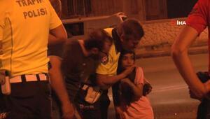 Kaza sonrasında korkan küçük kızı trafik polisi sakinleştirdi