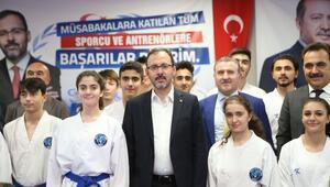 Bakan Kasapoğlu Konyada sporcularla bir araya geldi