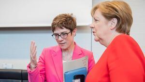 Parti içerisinden uyarı geldi: 'Merkel'in yolundan şaşma'