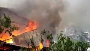 Yusufelinde 2 katlı ev yandı