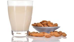 Badem sütü nasıl yapılır Evde badem sütü yapılışı ve püf noktaları
